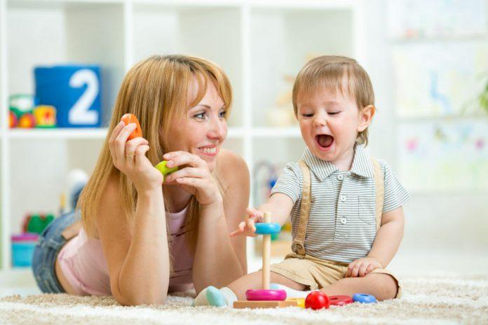 Zabawki dla najmłodszych a rozwój dziecka